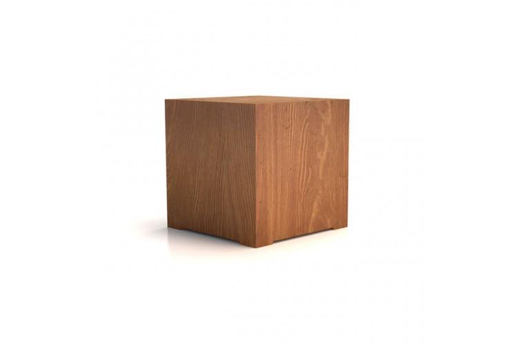 Seduta a forma di cubo in legno massiccio